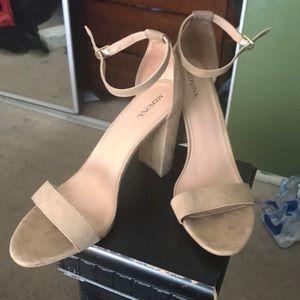 Woman strap chunky heels